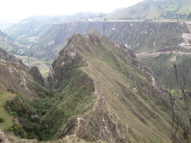 Ecuador Central Andes, Avenue of the Volcanoes, Edmundos skywalk nr Quilatoa, Walkopedia