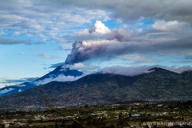 Banos Area : Tungurahua  - © Flickr User - Estebar Monar