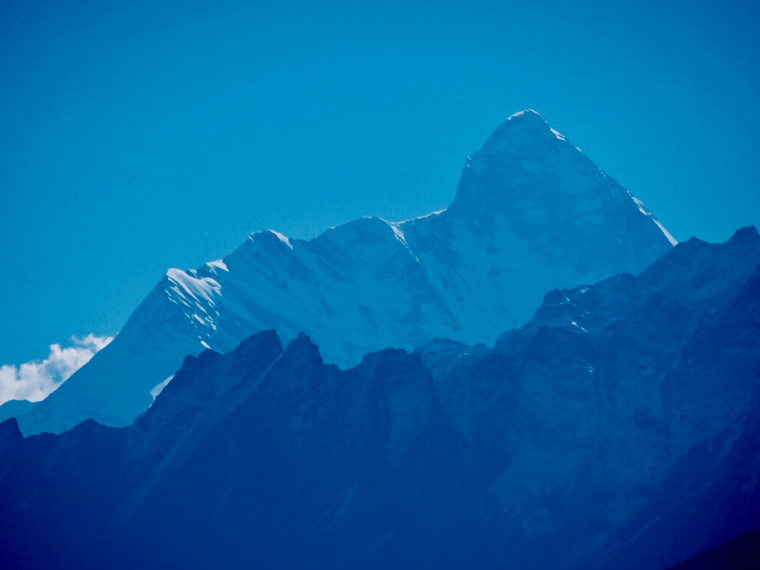 India NW: Uttarakhand, Garwhal, Kumaon Himalaya , Nanda Devi, blue light, Walkopedia