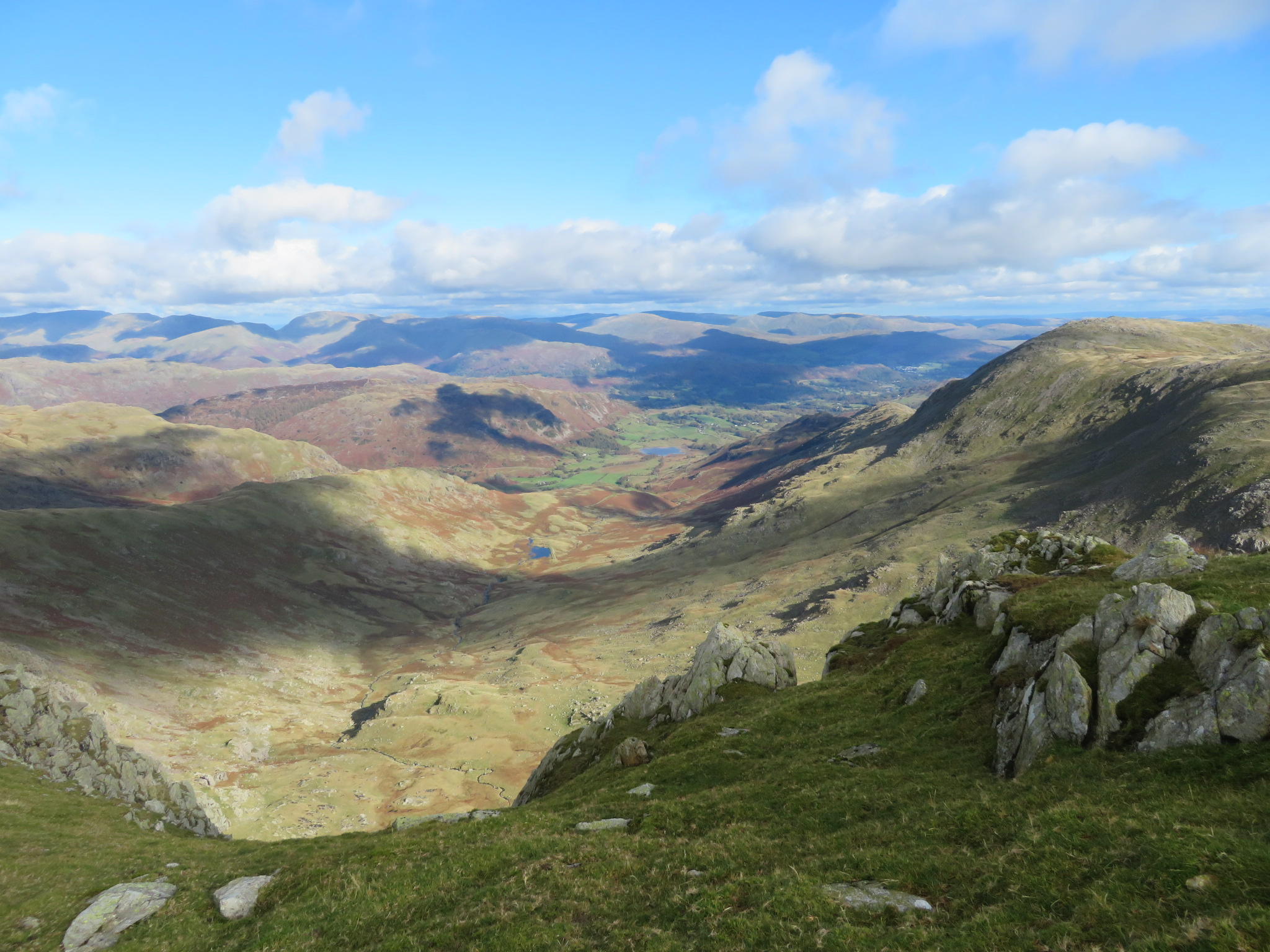 United Kingdom England Lake District, Swirl How and Great Carrs, East to Langdale valley from Swirl How, Walkopedia