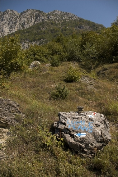 One of the guidepost stones - © Albanian Challenge