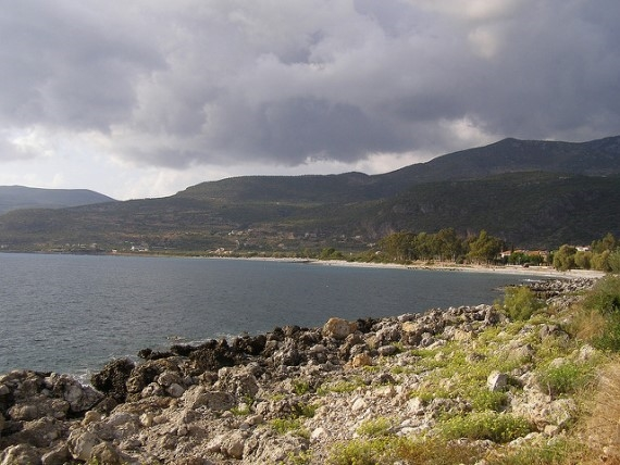The shoreline in Kardamyli - © Flickr user Taver