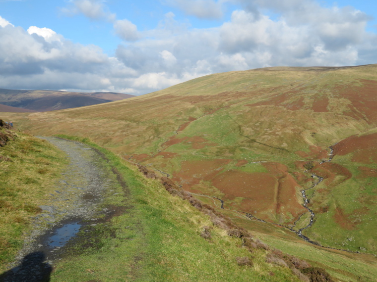 United Kingdom England Lake District, Cumbria Way and High Way, Back from corner of Glenderterra valley, Walkopedia