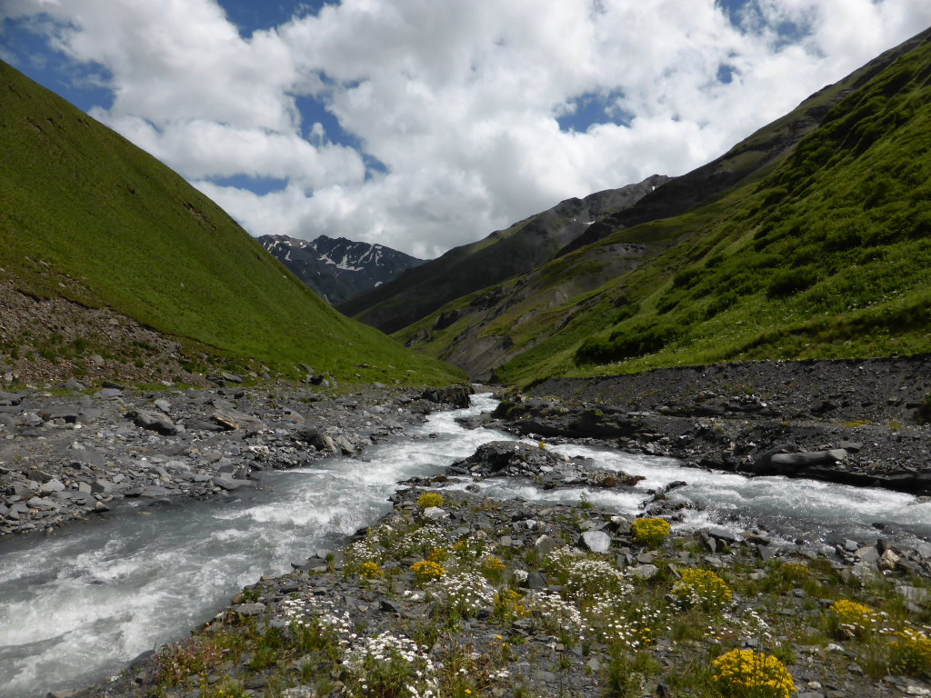 Atsunta Pass (Tusheti to Khevsureti): Pirikitis Alazani valley - © Nick Ince