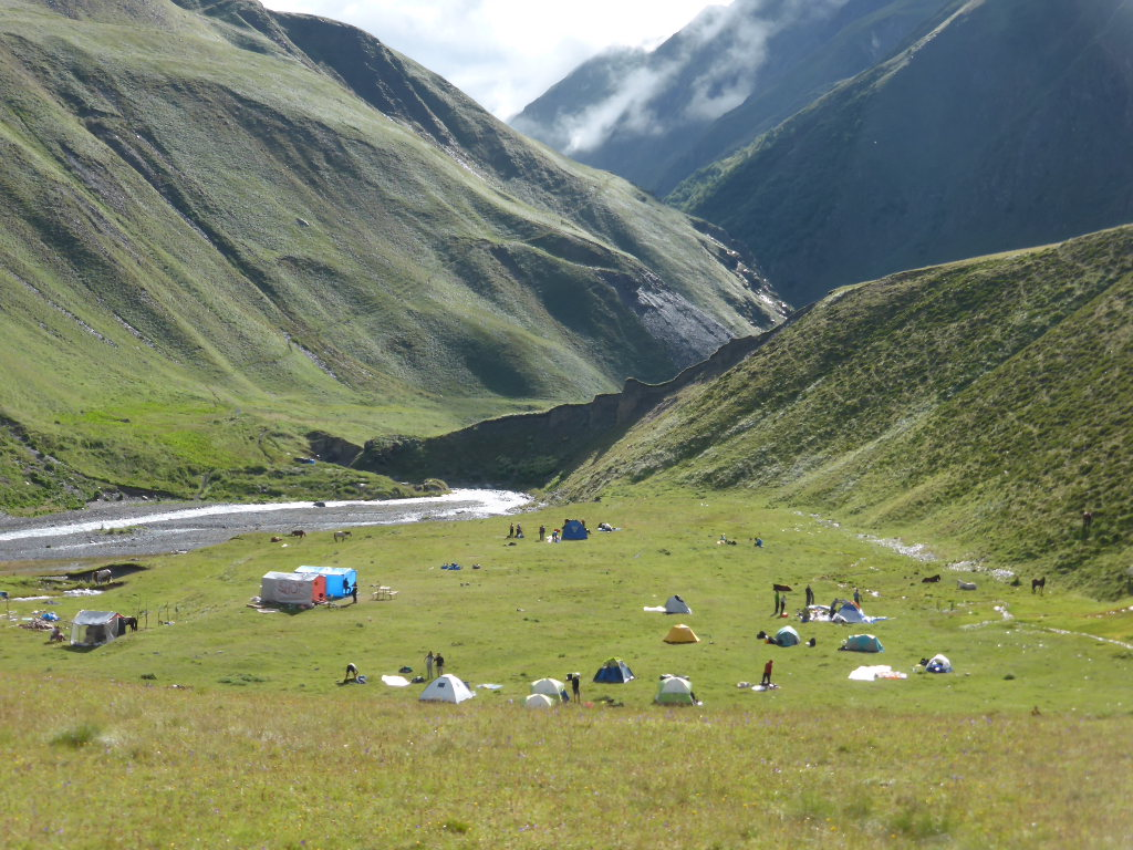Georgia Gt Caucasus Tusheti and Khevsureti, Atsunta Pass (Tusheti to Khevsureti), Valley campsite , Walkopedia