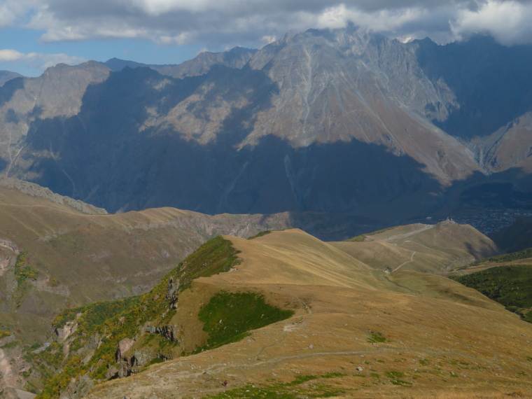 Greater Caucasus Mountains: Gergeti walk - long ridge down to Tsminda Sameba church