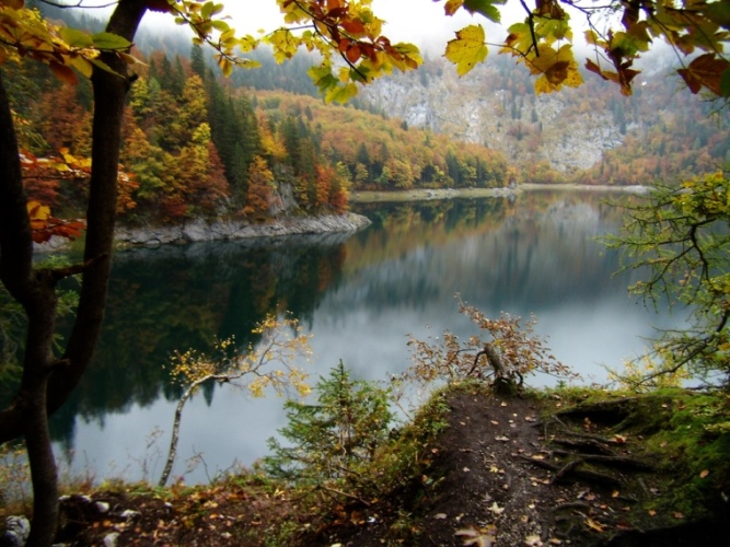 Gosausee Lakes and Valley: © flickr user - Igby