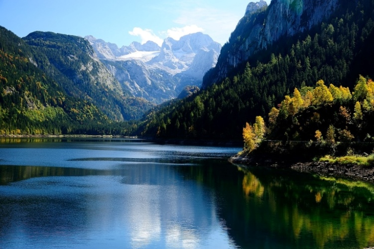 Gosausee Lakes and Valley: © flickr user- shaochu7588