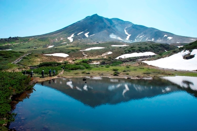 Mt. Asahidake view from Mt. Hokkai - © flickr user