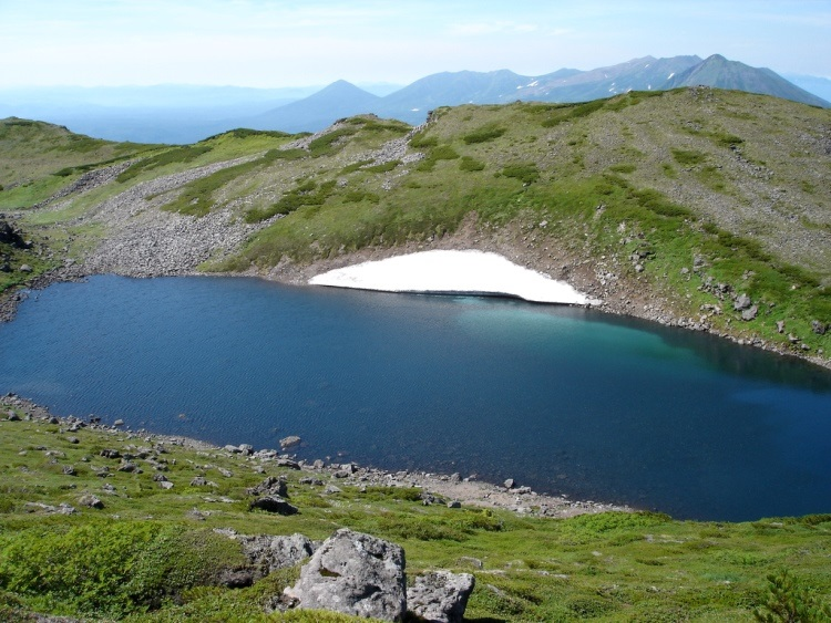 Snow melt lake in Daisetsuzan - © flickr user Boccaccio1...