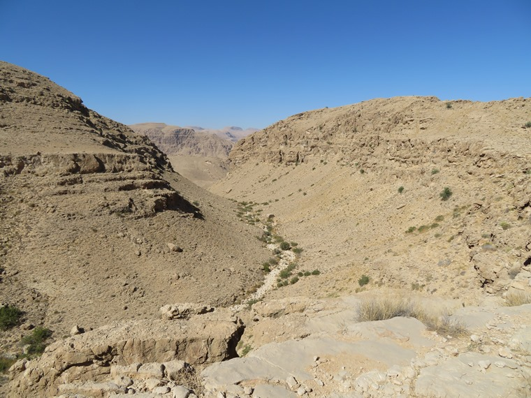 High plateau, upper tributary to Wadi tiwi - © William Mackesy