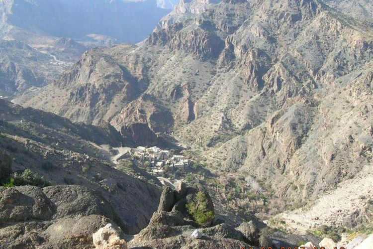 View from Start of Village Walk, W18b on Sayq Plateau, Western Hajar, Oman - 0402007 - © Dick Everard