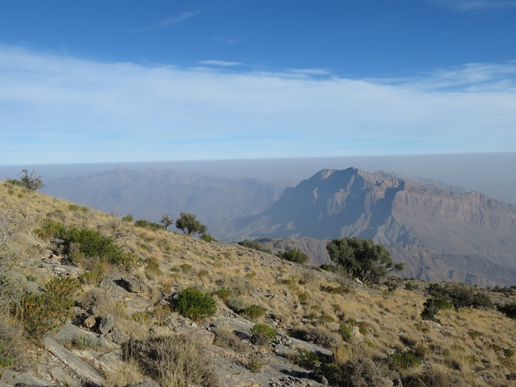 Oman Western Hajar Mts: Jebel Akhdar, Qiyut to Ar Roos Traverse , High ridge, looking north, Walkopedia