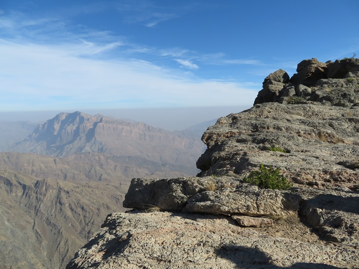 Qiyut to Ar Roos Traverse : Wadi Tanuf - © William Mackesy