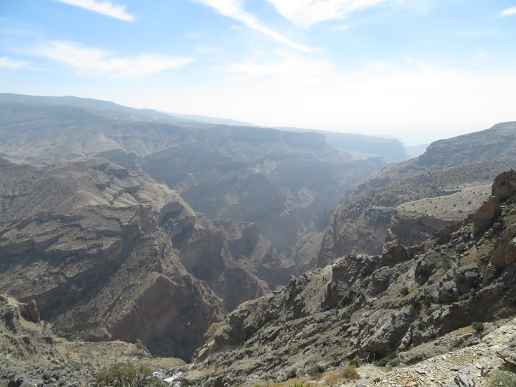 Oman Western Hajar Mts: Jebel Akhdar, Qiyut to Ar Roos Traverse , Wadi Tanuf from lunchtime ledge, Walkopedia