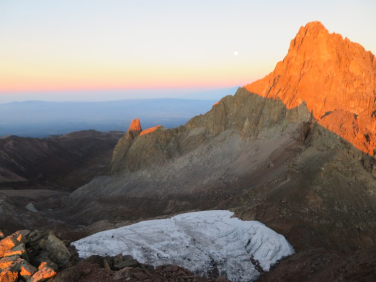 Kenya Mount Kenya, Chogoria Route, Sunrise on Nelion, Walkopedia