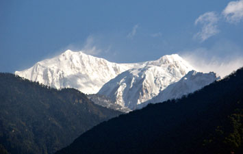 Kabru and Kangchenjunga above Yoksum - © David Briese, www.gang-gang.net/nomad