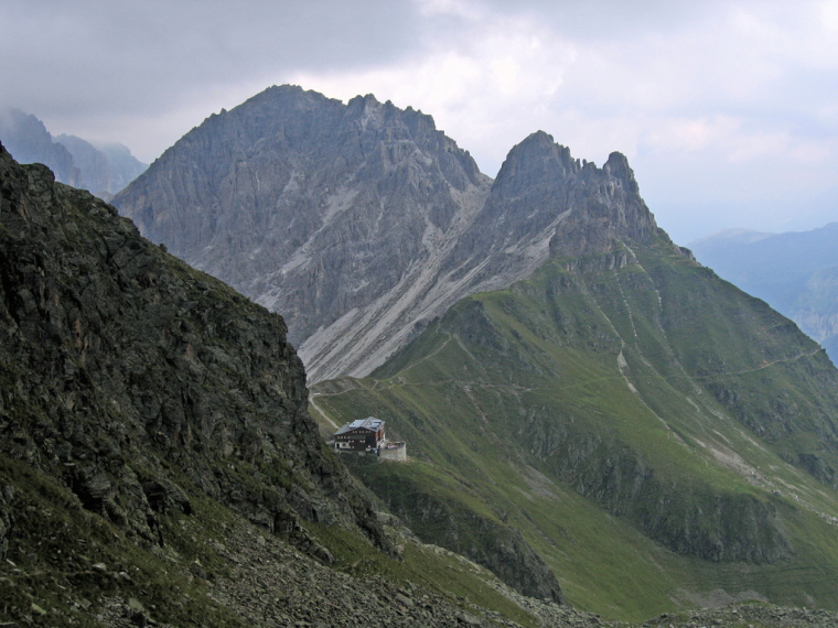 Innsbrucker hut (2369m) - © flickr user- Andreas