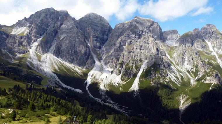 Views near the Starkenburger Hutte - © flickr user- smartie70