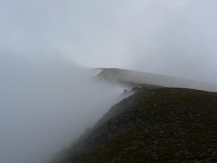 United Kingdom Scotland Cairngorms, Ben Avon, Cloud clings to Ben Avon , Walkopedia