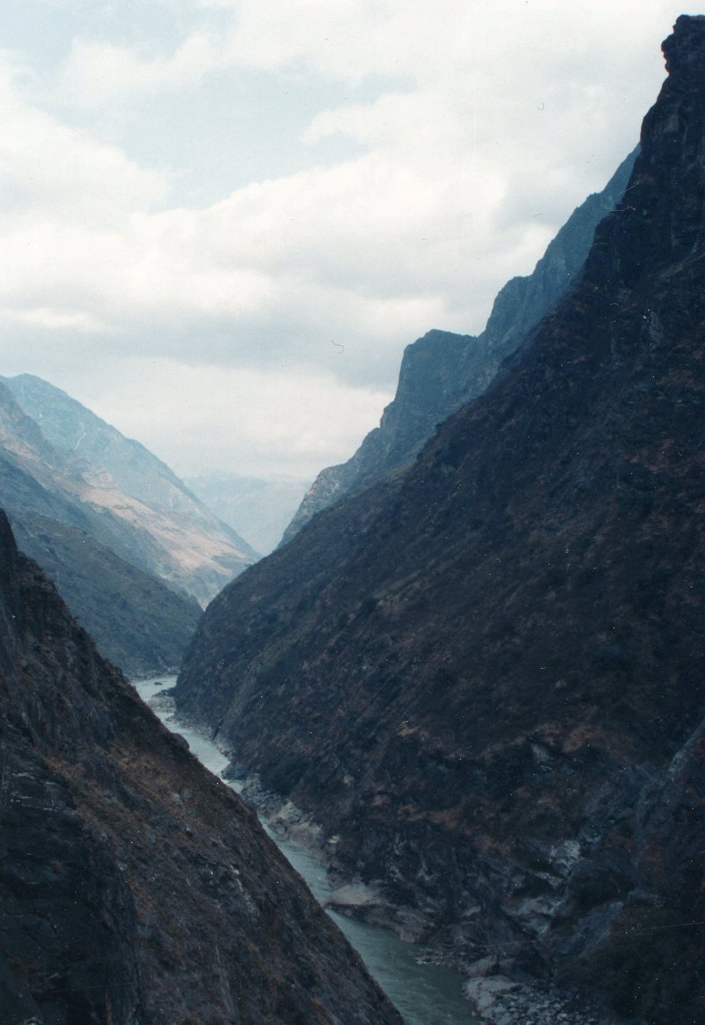 Tiger Leaping Gorge - © William Mackesy
