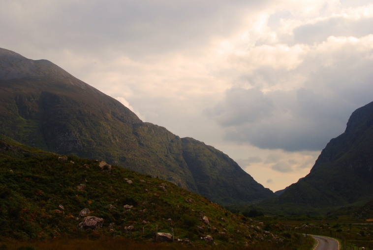 Gap of Dunloe - sun hitting the Mountains - © Lisa Williams
