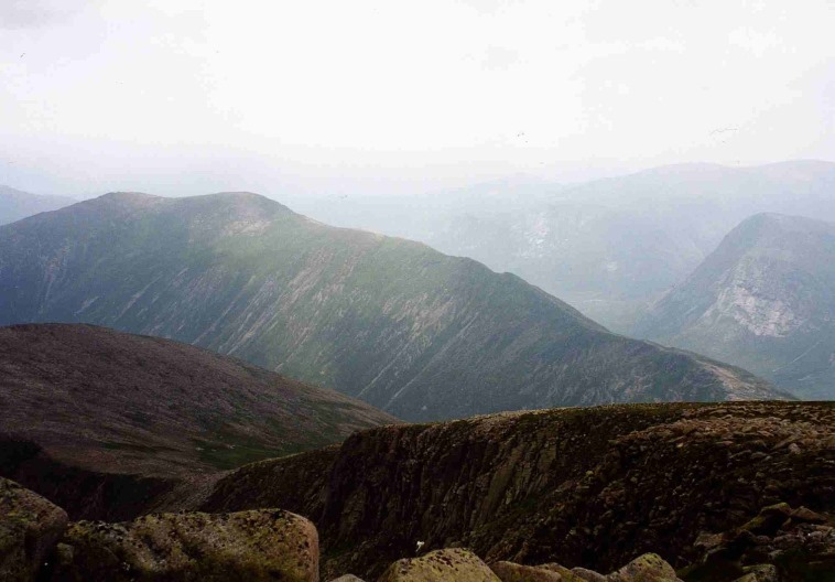 United Kingdom Scotland Cairngorms, Carn a'Mhaim, Carn a' Mhaim from Ben Macdhui , Walkopedia