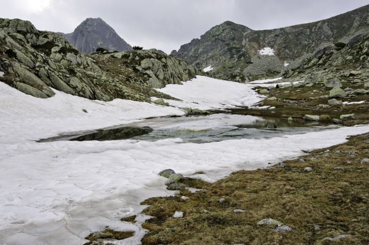 Retezat National Park: Summer snow deep into the Retezat Mountains - © Horia Varlan