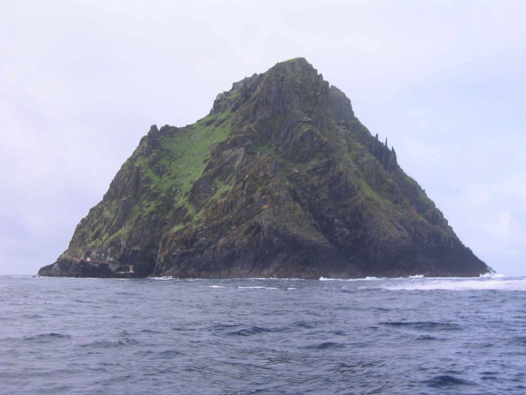 Skellig Michael  - © wiki user Gdr