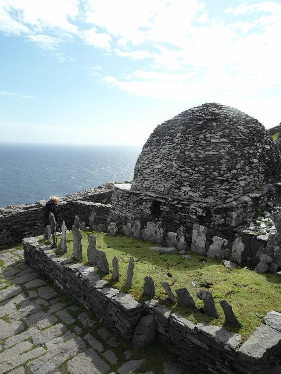 Ireland Kerry Iveragh Peninsula, Skellig Michael, Skellig Michael Monastery Graveyard , Walkopedia