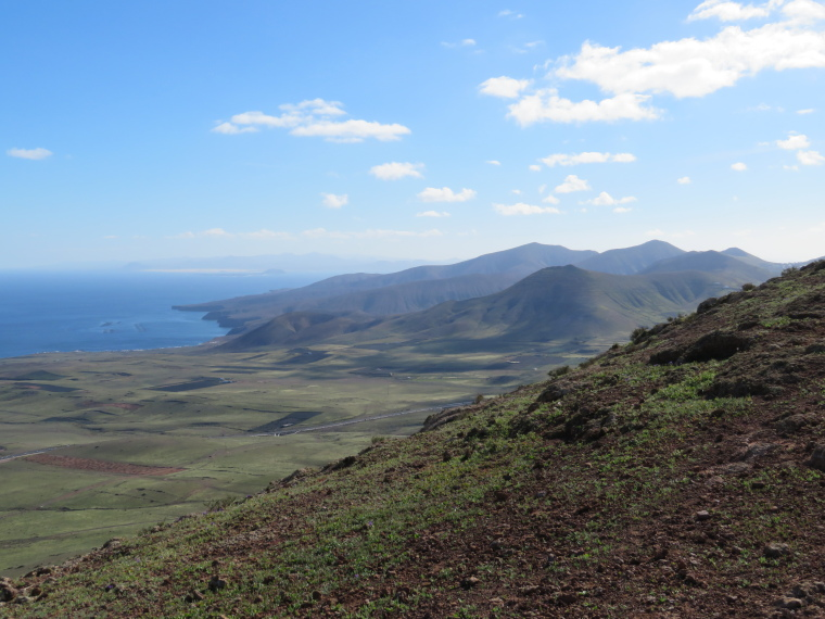 Spain Canary Islands: Lanzarote, La Geria; Montana Tinasoria , SW from Tinasoria summit, Walkopedia