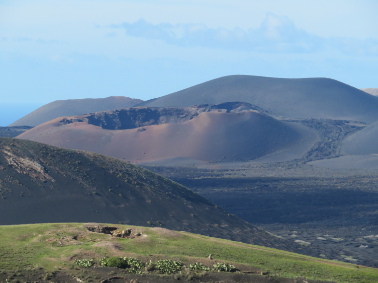Spain Canary Islands: Lanzarote, La Geria; Montana Tinasoria , N from Tinasoria, Walkopedia