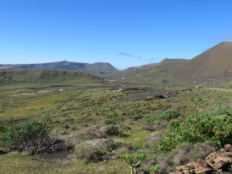 Spain Canary Islands: Lanzarote, Maguez Area  , Back south from track towards Corona, Walkopedia