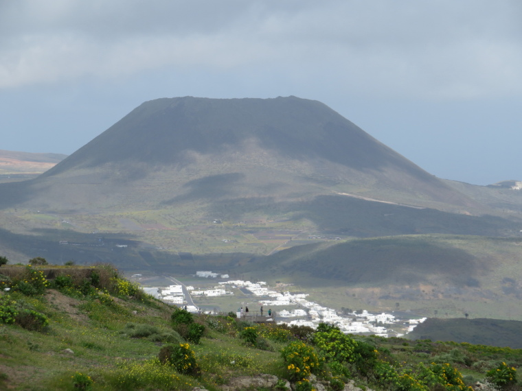 Spain Canary Islands: Lanzarote, Maguez Area  , Towards Maguez and Corona from south of Haria, Walkopedia
