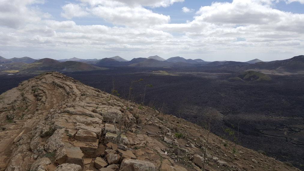 Spain Canary Islands: Lanzarote, Caldera Blanca , Crater rim, Walkopedia