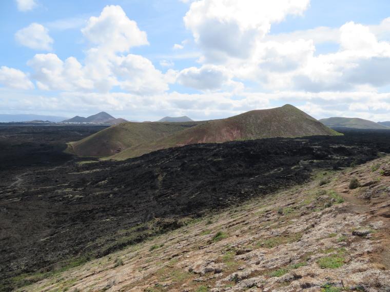Spain Canary Islands: Lanzarote, Caldera Blanca , East over Calderata, Walkopedia