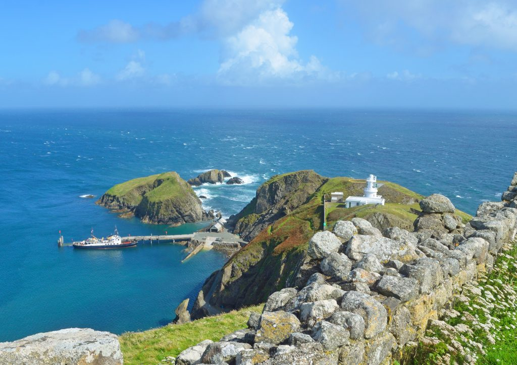 © https://findingnature.co.uk/location/lundy-island/