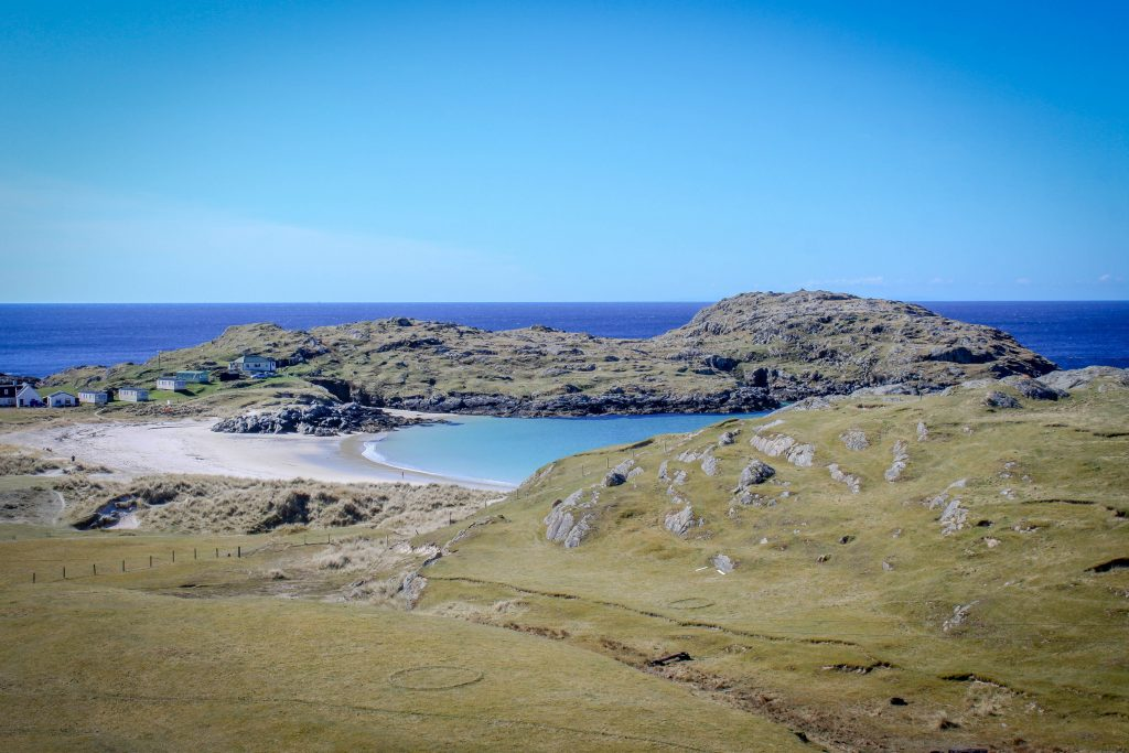 © https://findingnature.co.uk/location/achmelvich-bay/