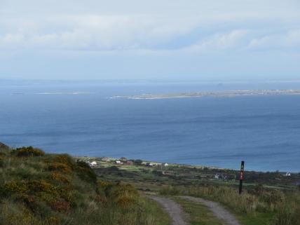 Ireland Kerry/Cork, Ireland's SW Peninsulas, Dingle Way, east from above Brandon Bay, Walkopedia