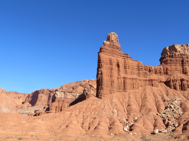 USA SW: Capitol Reef, Capitol Reef , flank near Fruita, Walkopedia