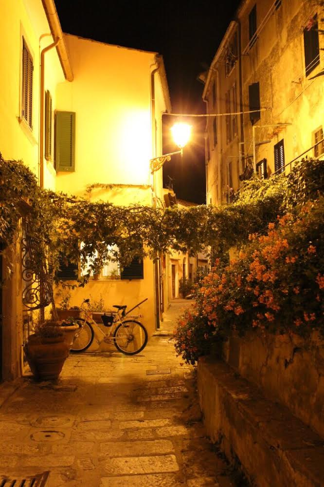 Elba GTE: Poggio by night
