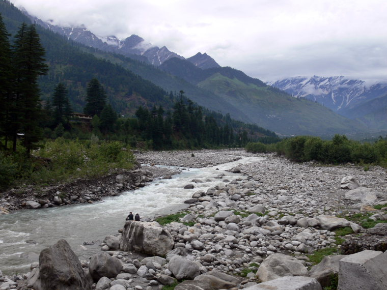 Bias Kund and Friendship Peak : River Bias, Manali  - © wiki user _Virdi_