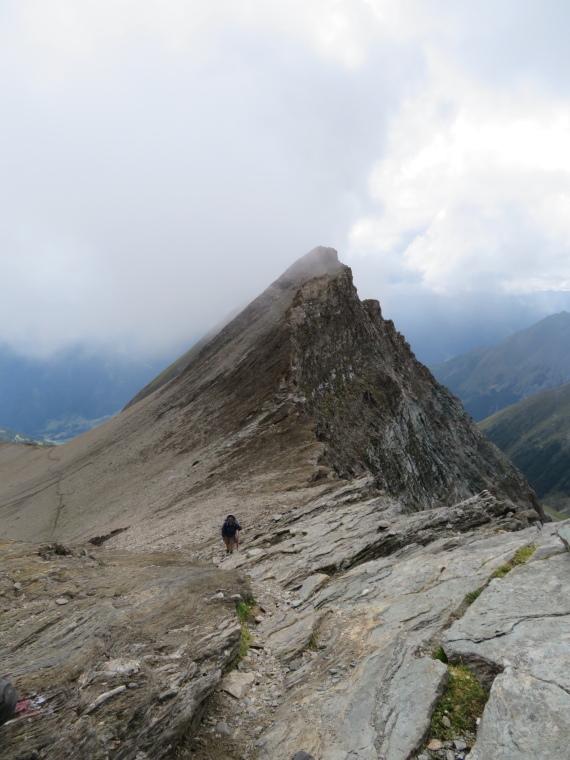 Austria Hohe Tauern, Granatspitze Ridge, Sudetendeutscher Hohenweg - approaching Durrenfeld pass, Walkopedia