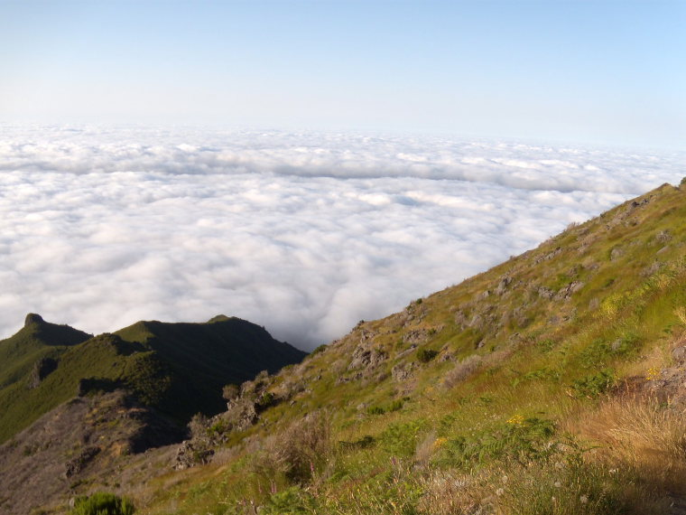 Trail from Achada do Teixeira to Pico Ruivo, Madeira  - © wiki commons user anagh
