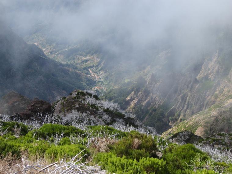 Pico Ruivo from Achado do Texeira: SW from Ruivo - © William Mackesy
