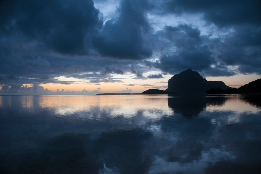 Le Morne from the sea - © flickr user Serge Combe