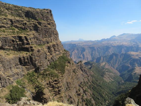 Ethiopia Simien Mts, Imet Gogo, Imet Gogo from below near chasm, Walkopedia