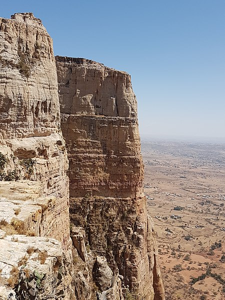 Tigray Rock Churches: Cliff_on_the_way_between_Maryam_Korkor_and_Daniel_Korkor -  - © wiki user DonCamillo