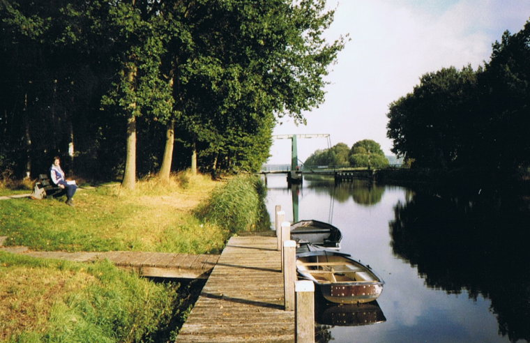 Noaberpad: Canal in the province of Groningen - © Hans Plas