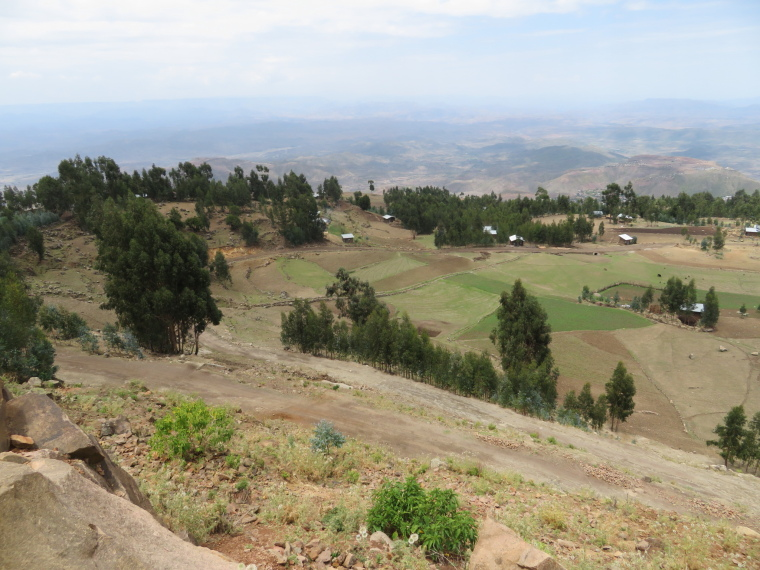 Ethiopia Lalileba Area, Around Lalileba, Ashetan Maryam, Farmland bowl near road pick-up, Walkopedia